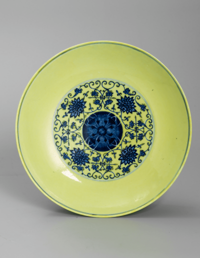 A good and rare yellow ground blue and white saucer dish
