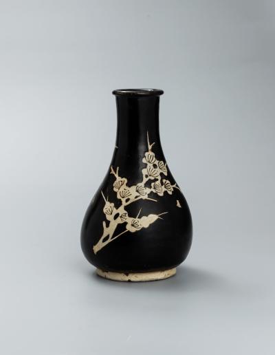 宋 吉州窯黑釉剔花折枝梅花紋梅瓶