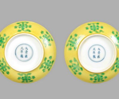 清雍正 黃地綠彩西番蓮紋盤一對